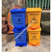 thùng rác y tế 10L